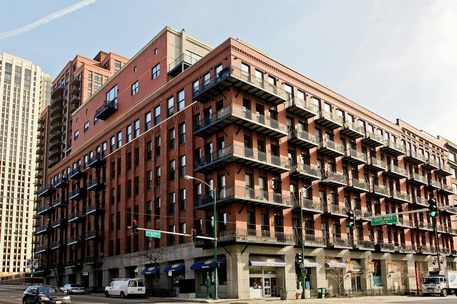 Real Estate Photography - 616 W Fulton, Unit 612, Chicago, IL, 60661 - Front View