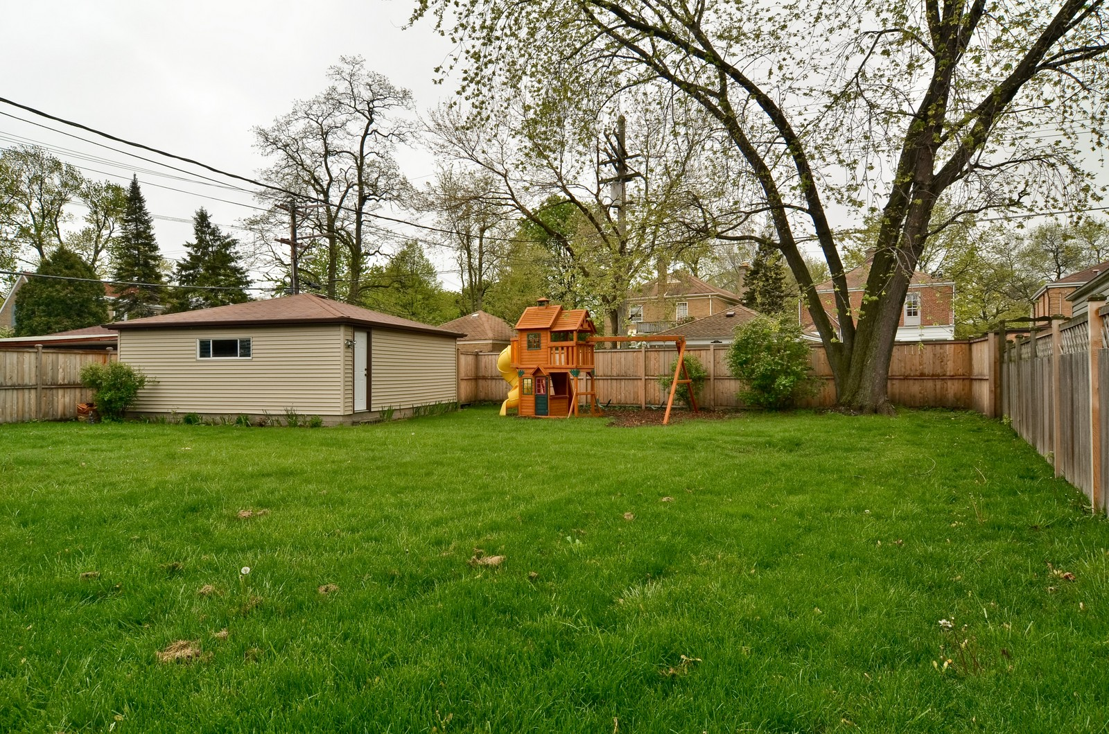 Real Estate Photography - 6712 N Dowagic, Chicago, IL, 60646 - Back Yard
