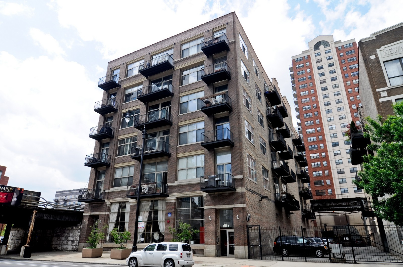 Real Estate Photography - 1528 S Wabash, Unit 509, Chicago, IL, 60605 - Front View