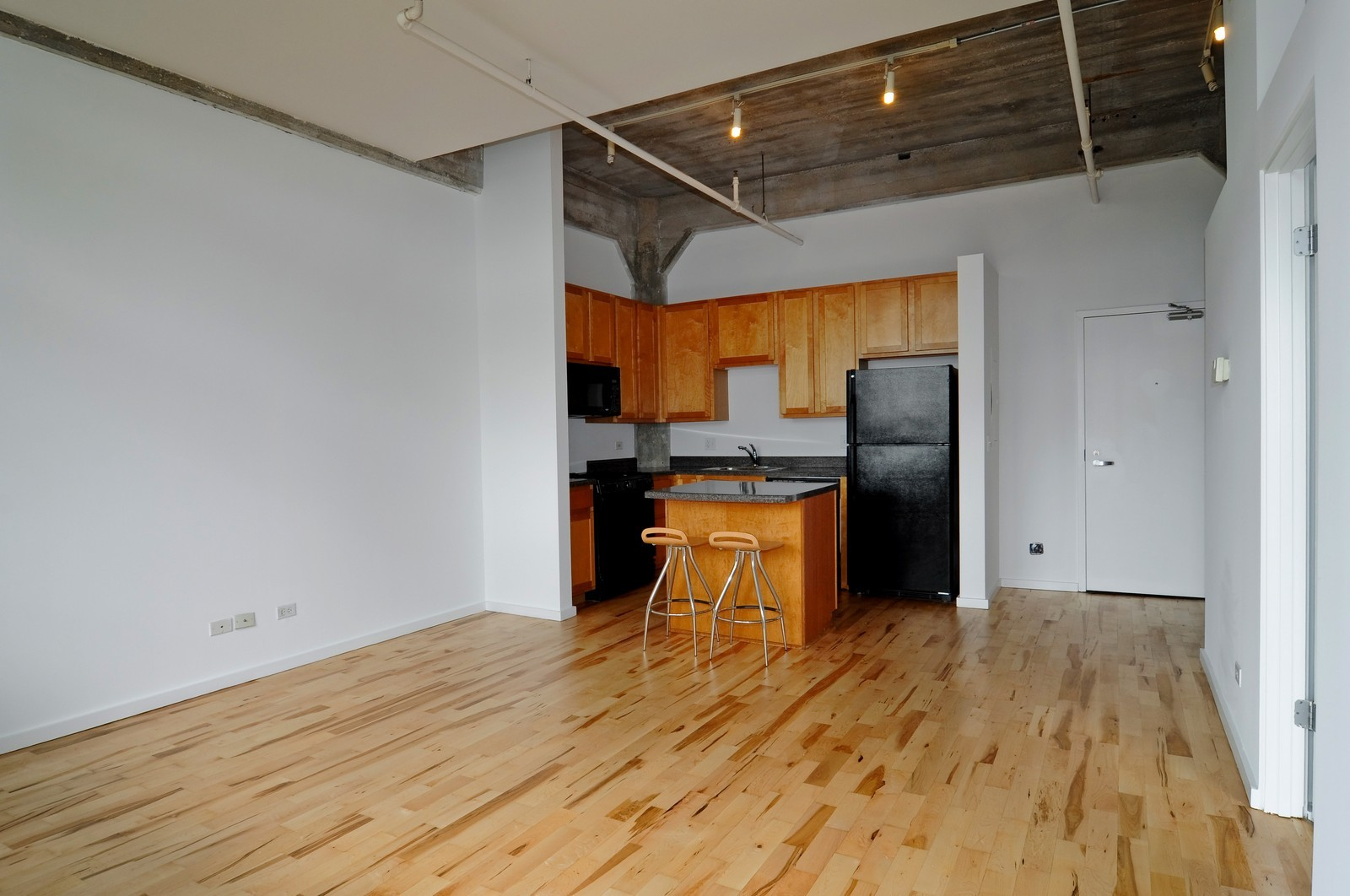 Real Estate Photography - 1528 S Wabash, Unit 509, Chicago, IL, 60605 - Kitchen / Living Room