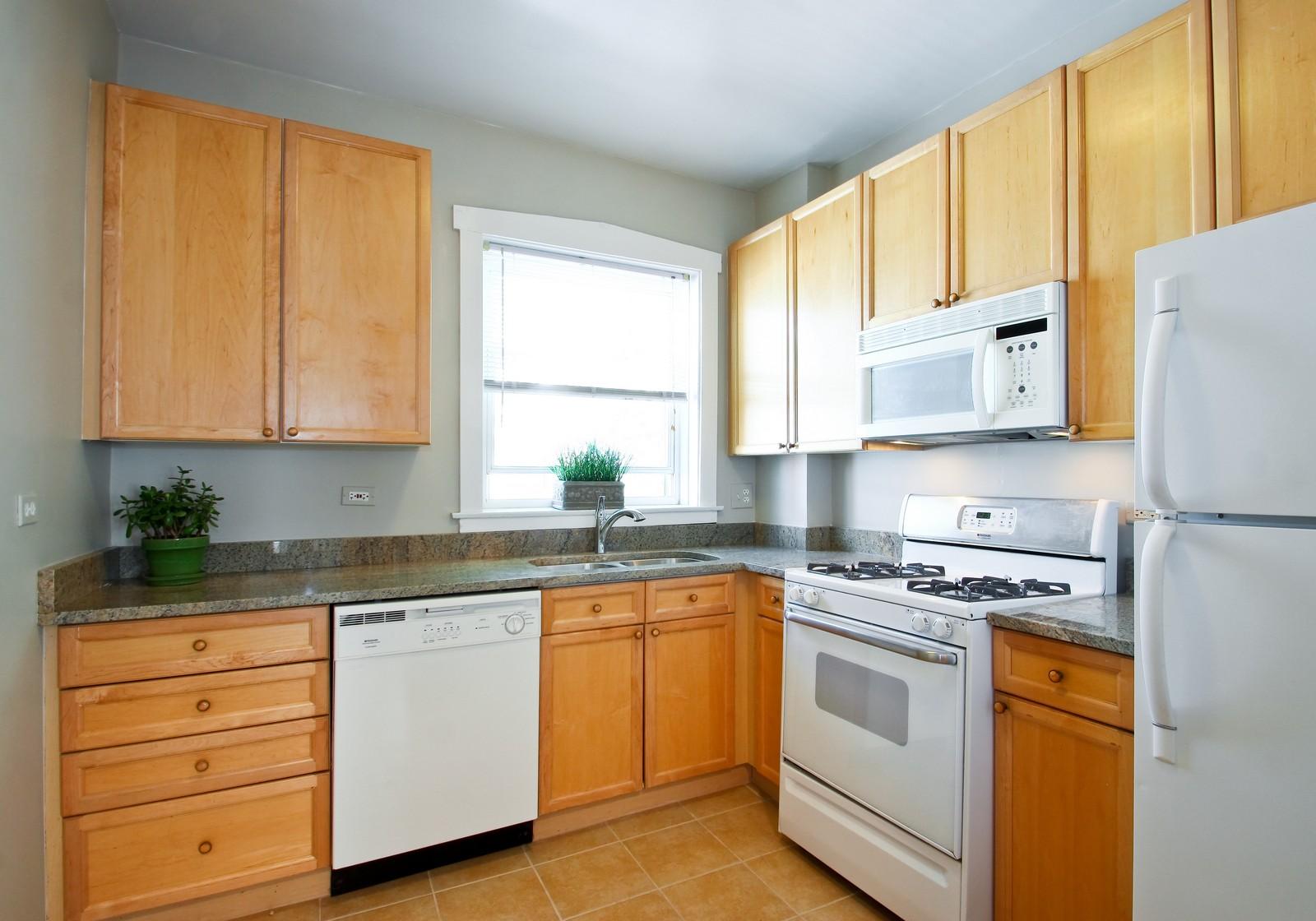 Real Estate Photography - 723 Reba Pl, Unit 3N, Evanston, IL, 60202 - Kitchen