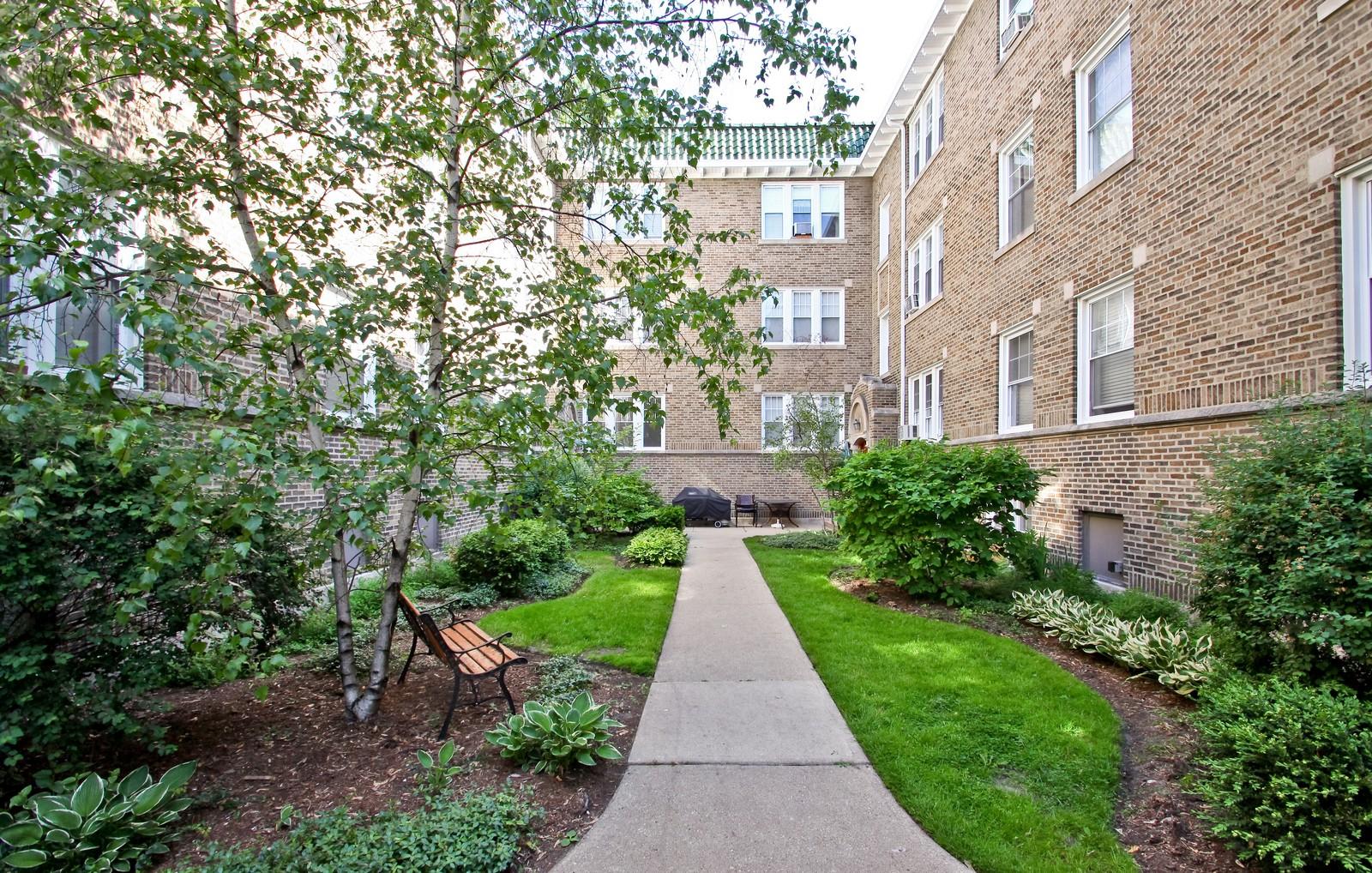 Real Estate Photography - 723 Reba Pl, Unit 3N, Evanston, IL, 60202 - Front View