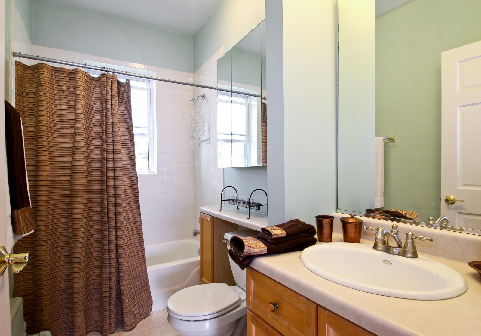 Real Estate Photography - 723 Reba Pl, Unit 3N, Evanston, IL, 60202 - Bathroom