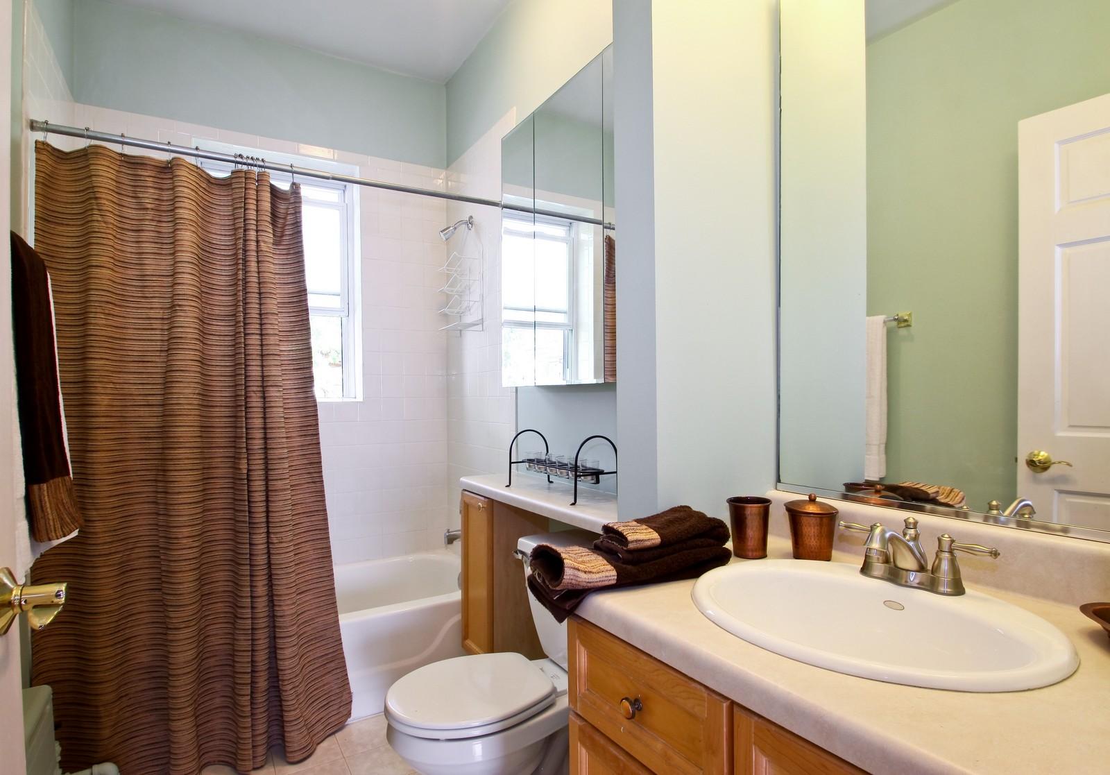 Real Estate Photography - 723 Reba Pl, Unit 3N, Evanston, IL, 60202 - Bathroom