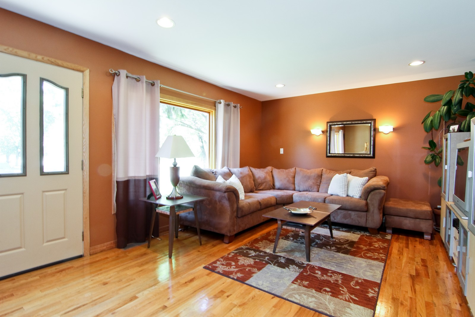 Real Estate Photography - 7760 W 82nd St, Bridgeview, IL, 60455 - Living Room