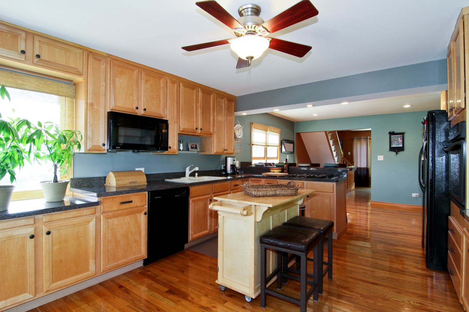Real Estate Photography - 7760 W 82nd St, Bridgeview, IL, 60455 - Kitchen
