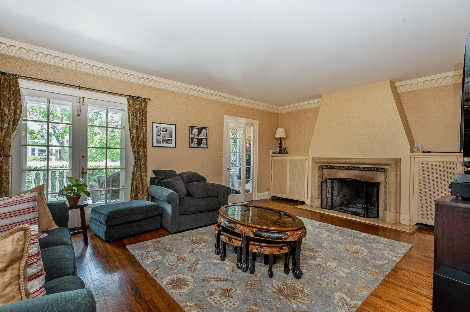 Real Estate Photography - 245 Cumnor, Kenilworth, IL, 60043 - Living Room