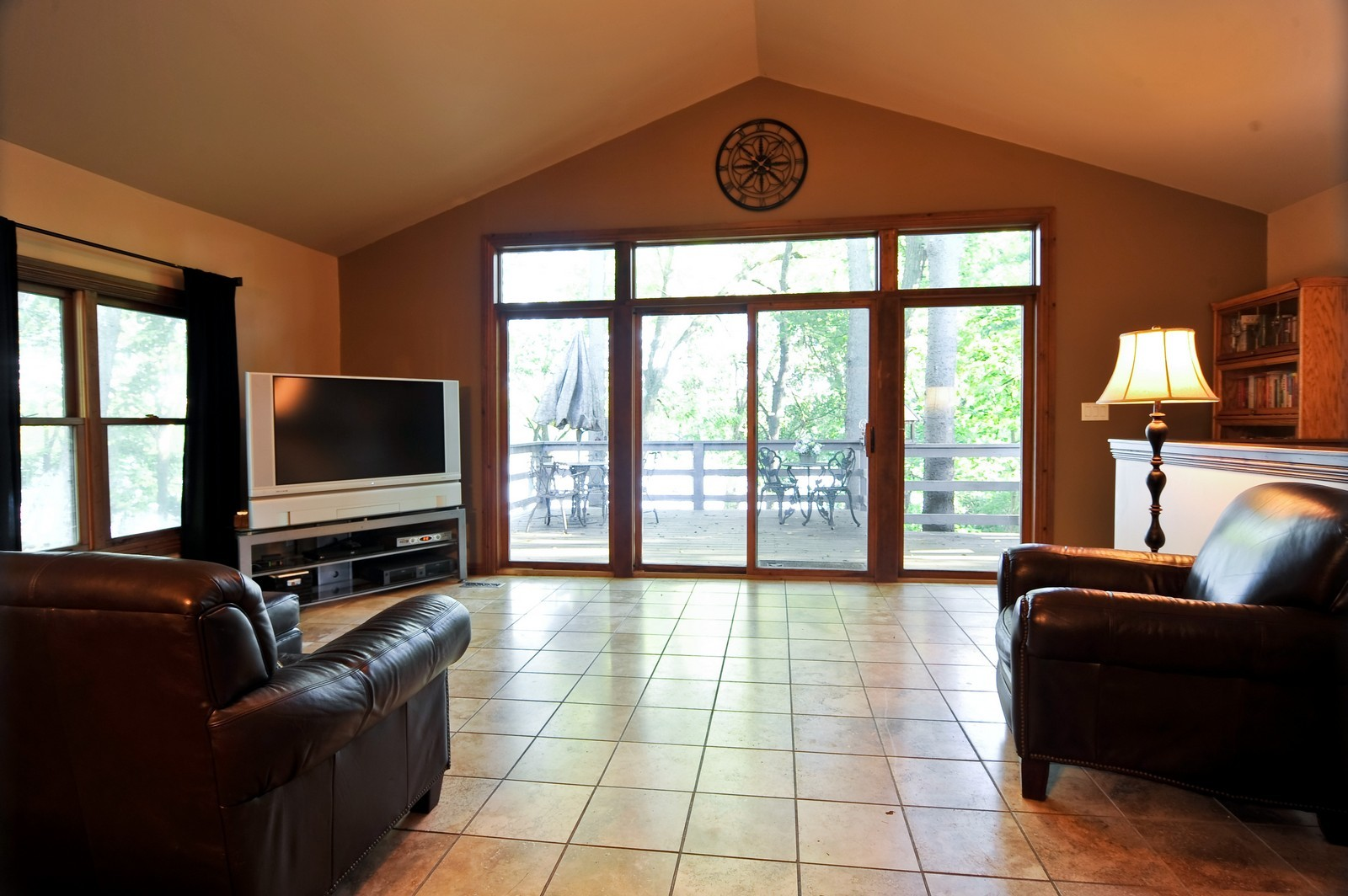 Real Estate Photography - 23250 Florian Dr, Wilmington, IL, 60481 - Living Room w/travertine flooring (main residence)