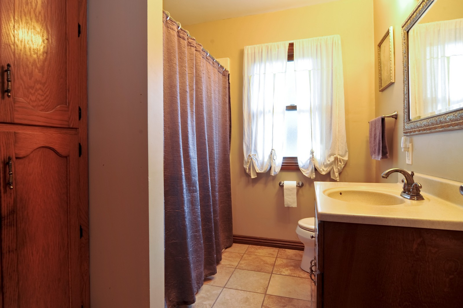 Real Estate Photography - 23250 Florian Dr, Wilmington, IL, 60481 - Bathroom (main residence)