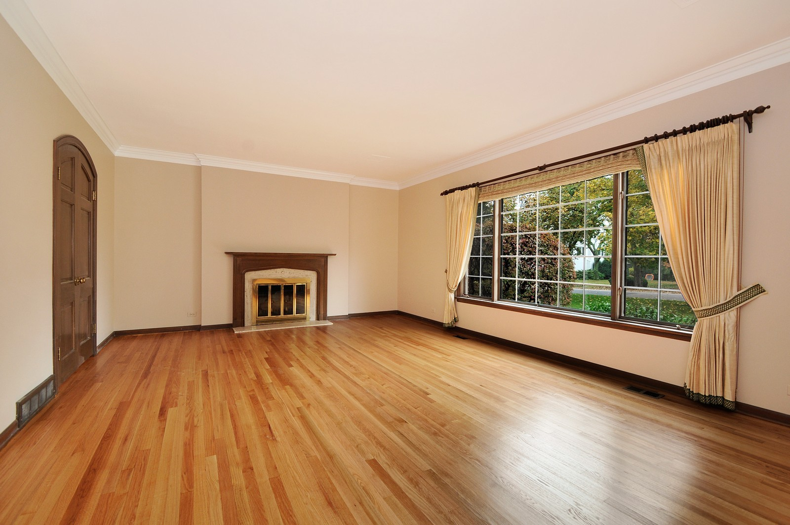 Real Estate Photography - 430 Pebblebrook, Northfield, IL, 60093 - Living room with fireplace