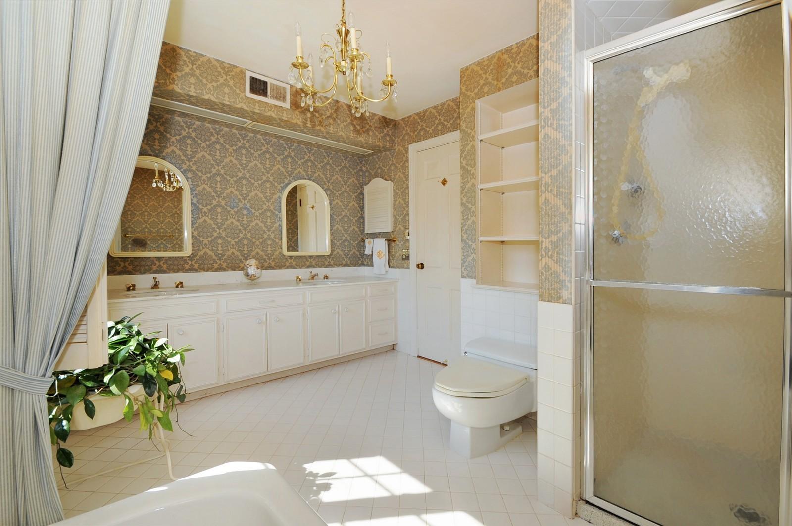 Real Estate Photography - 430 Pebblebrook, Northfield, IL, 60093 - Master Bathroom