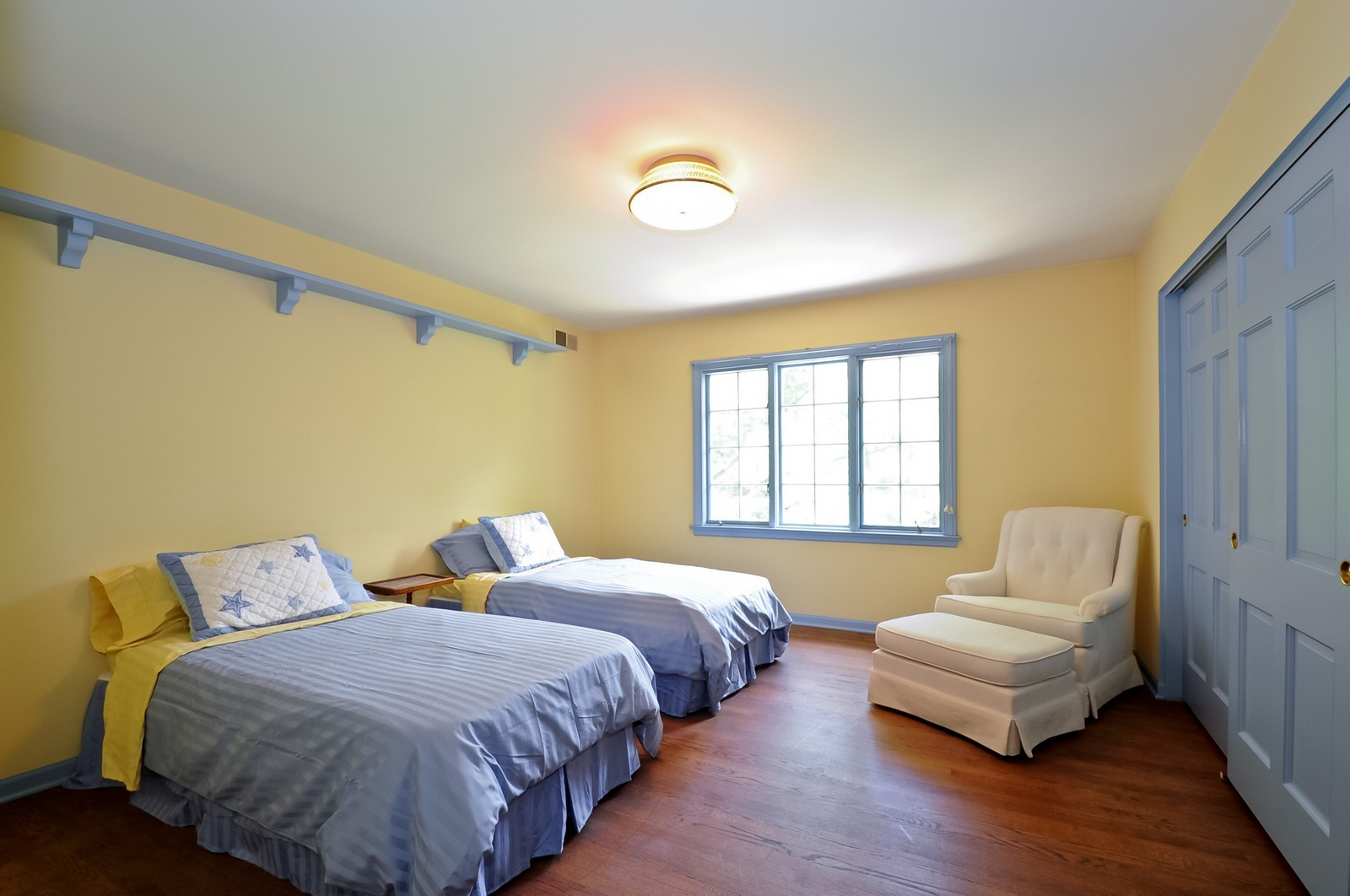Real Estate Photography - 430 Pebblebrook, Northfield, IL, 60093 - 2nd Bedroom