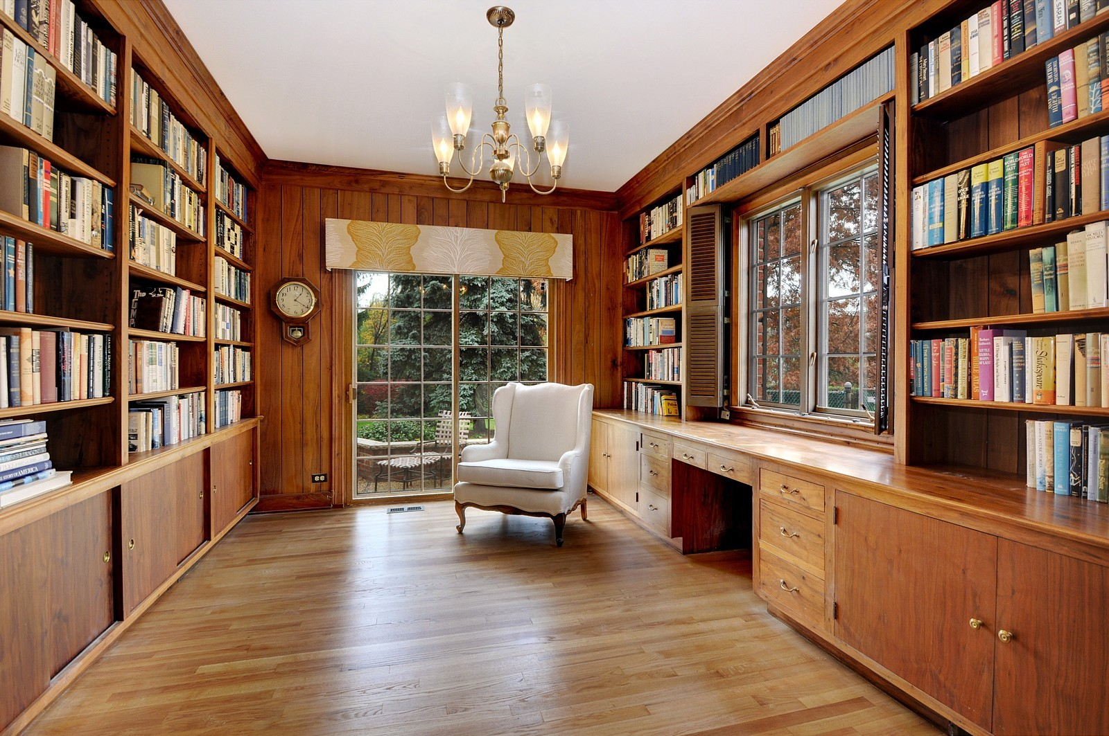 Real Estate Photography - 430 Pebblebrook, Northfield, IL, 60093 - Library