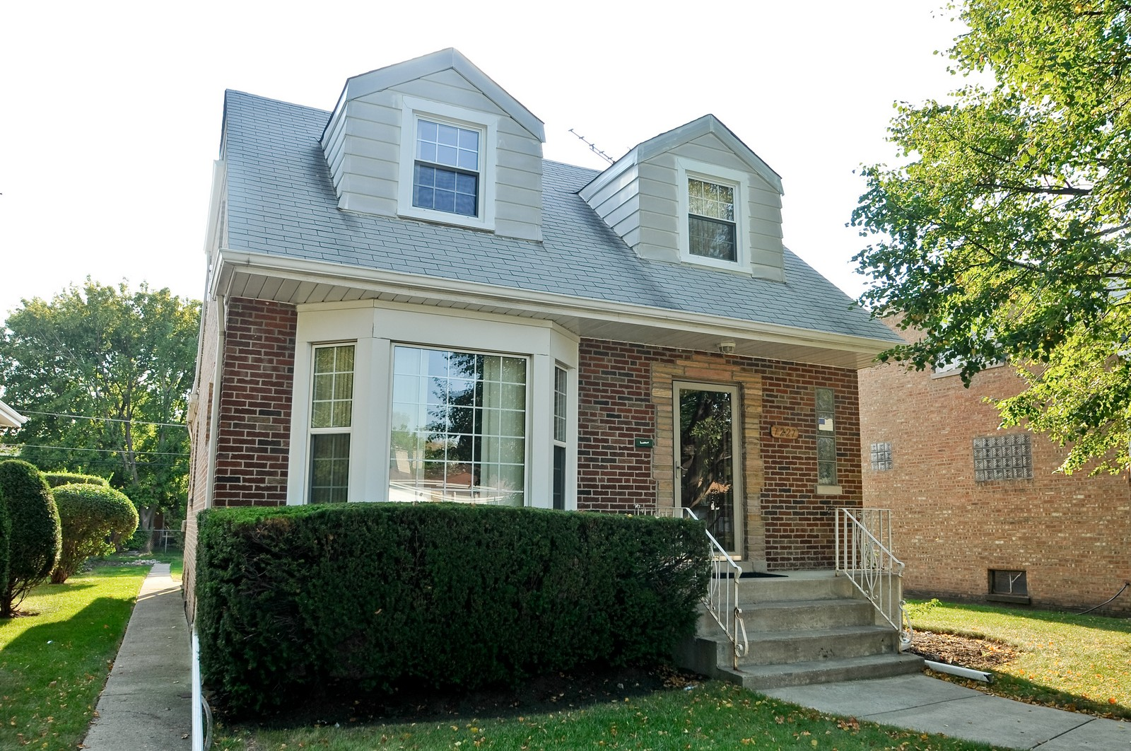 Real Estate Photography - 7227 N Lowell, Lincolnwood, IL, 60712 - Front View
