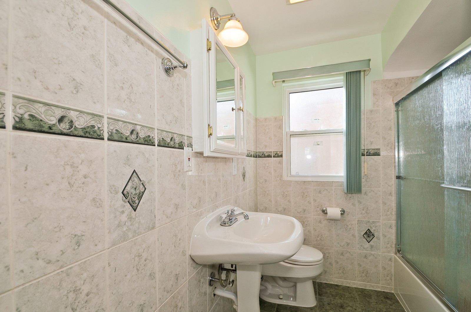 Real Estate Photography - 7227 N Lowell, Lincolnwood, IL, 60712 - Bathroom