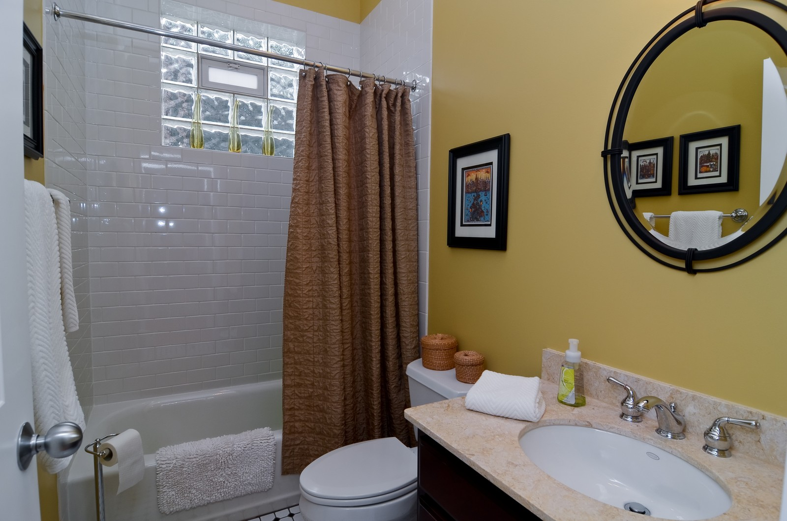 Real Estate Photography - 2068 N Humboldt Blvd, Unit 2, Chicago, IL, 60647 - Bathroom