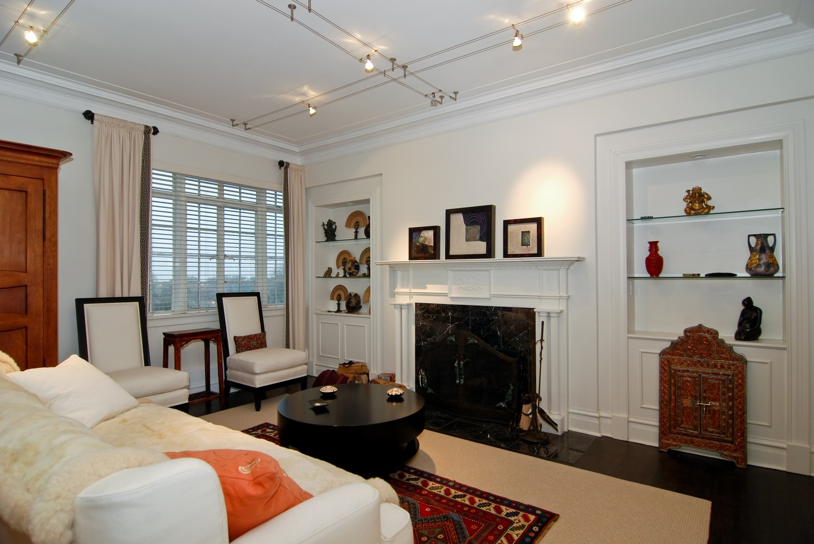 Real Estate Photography - 707 W. Junior Terrace, 6N, Chicago, IL, 60613 - Living Room