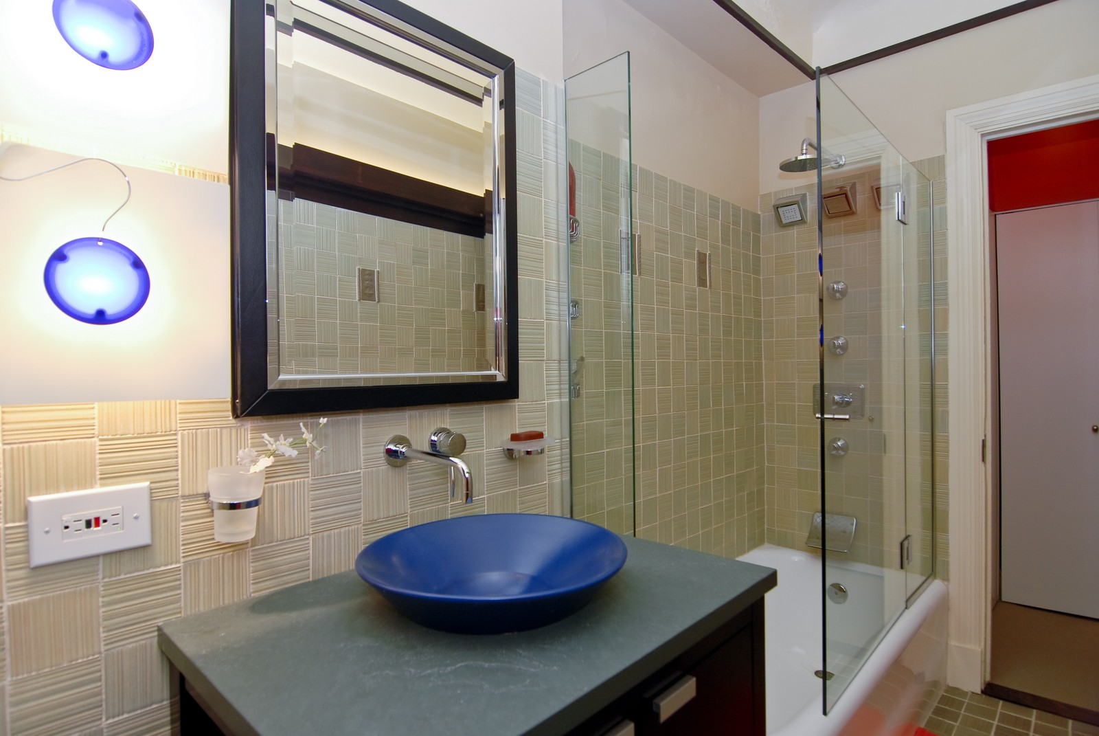 Real Estate Photography - 707 W. Junior Terrace, 6N, Chicago, IL, 60613 - Master Bathroom