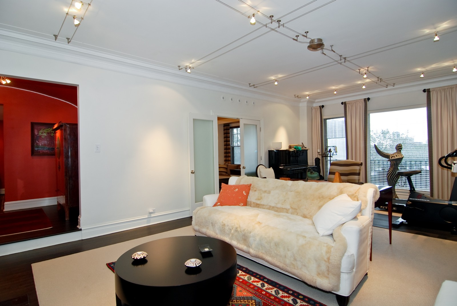 Real Estate Photography - 707 W. Junior Terrace, 6N, Chicago, IL, 60613 - Room