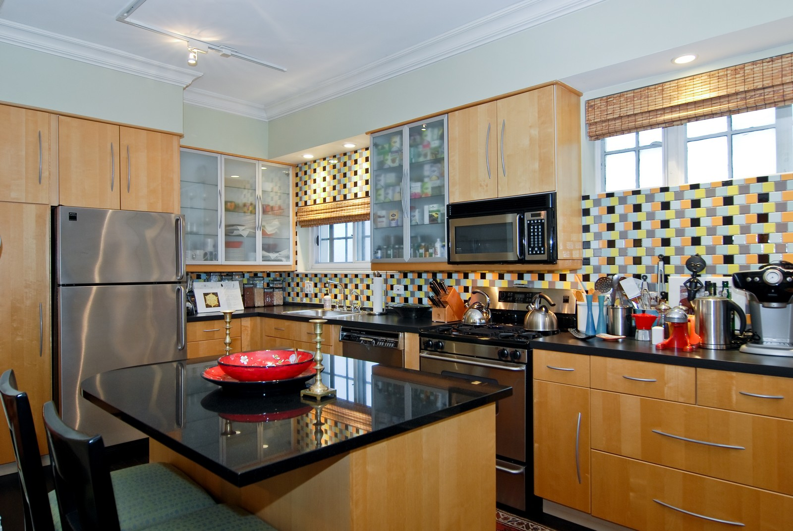 Real Estate Photography - 707 W. Junior Terrace, 6N, Chicago, IL, 60613 - Kitchen