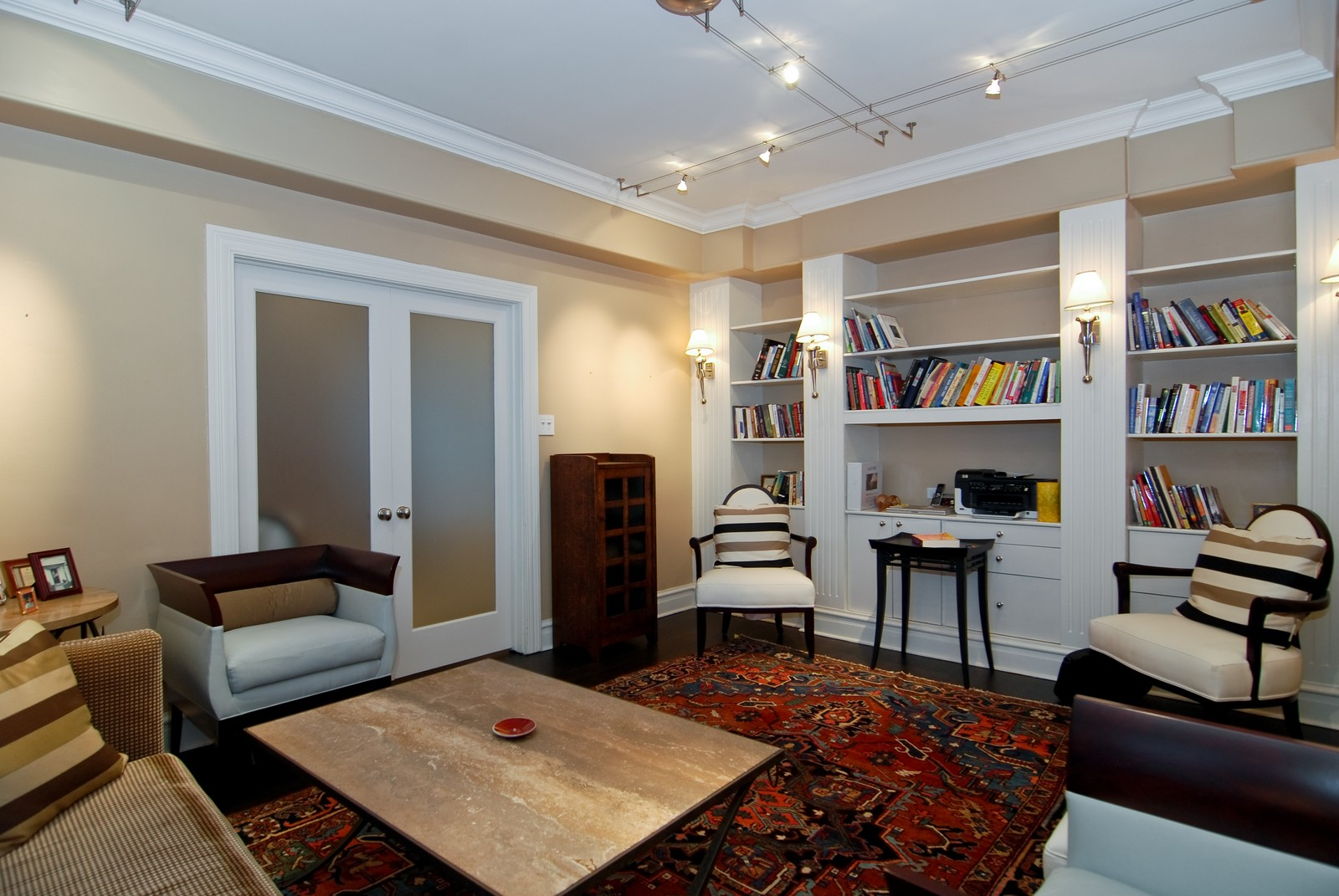 Real Estate Photography - 707 W. Junior Terrace, 6N, Chicago, IL, 60613 - Den