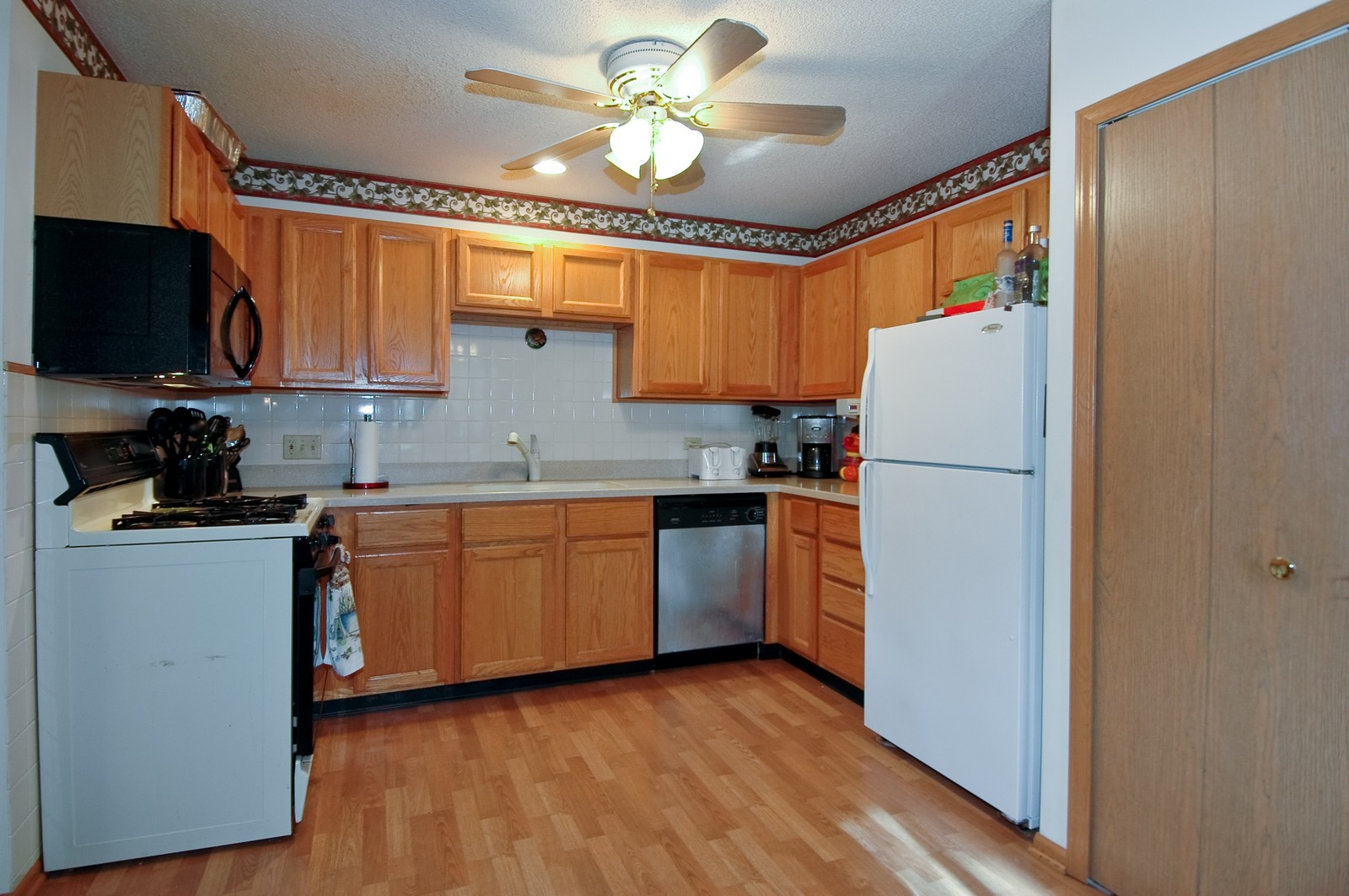 Real Estate Photography - 400 West Wood, Crystal Lake, IL, 60014 - Kitchen