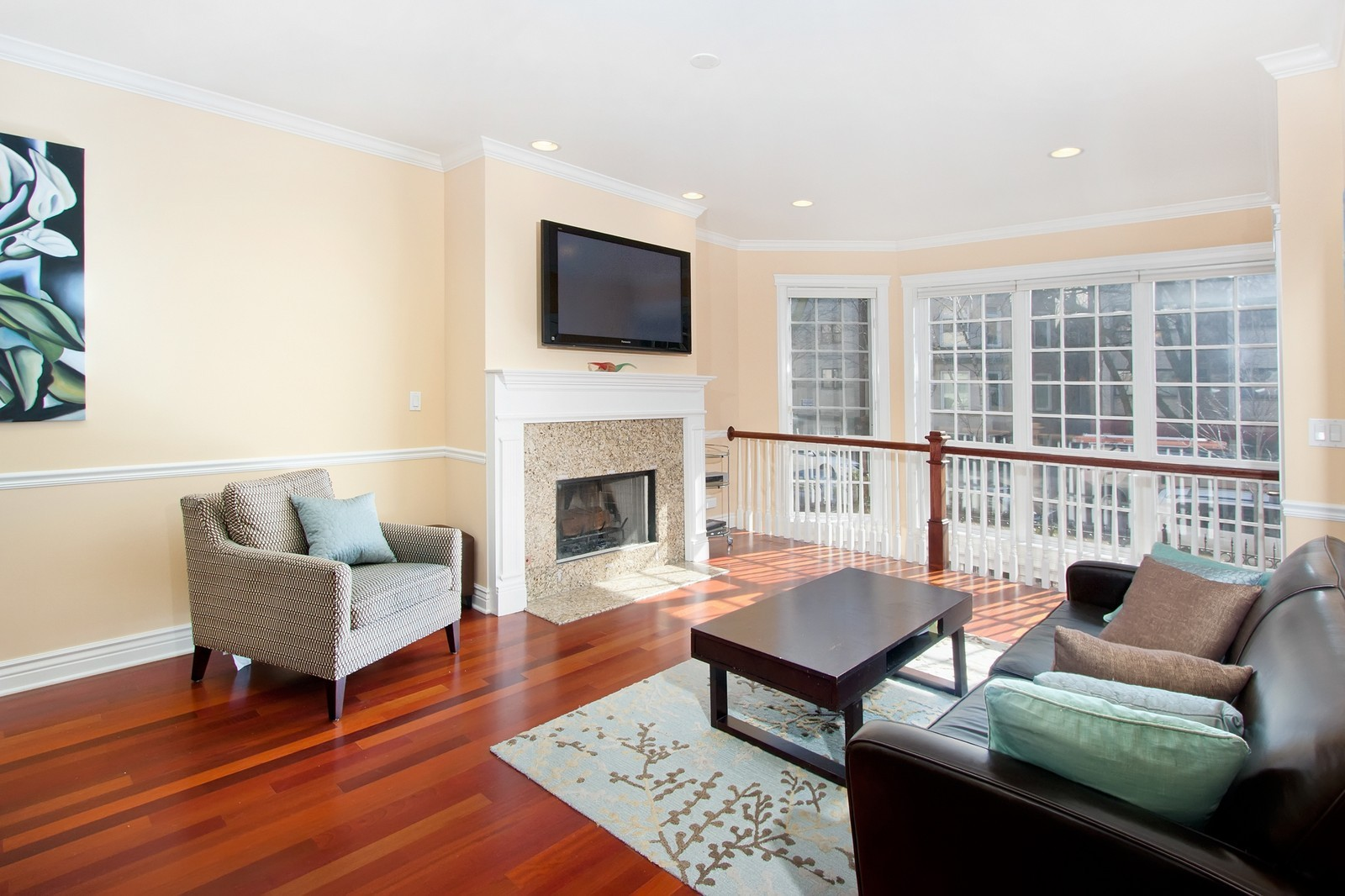 Real Estate Photography - 536 W Oakdale, 1, Chicago, IL, 60657 - Living Room