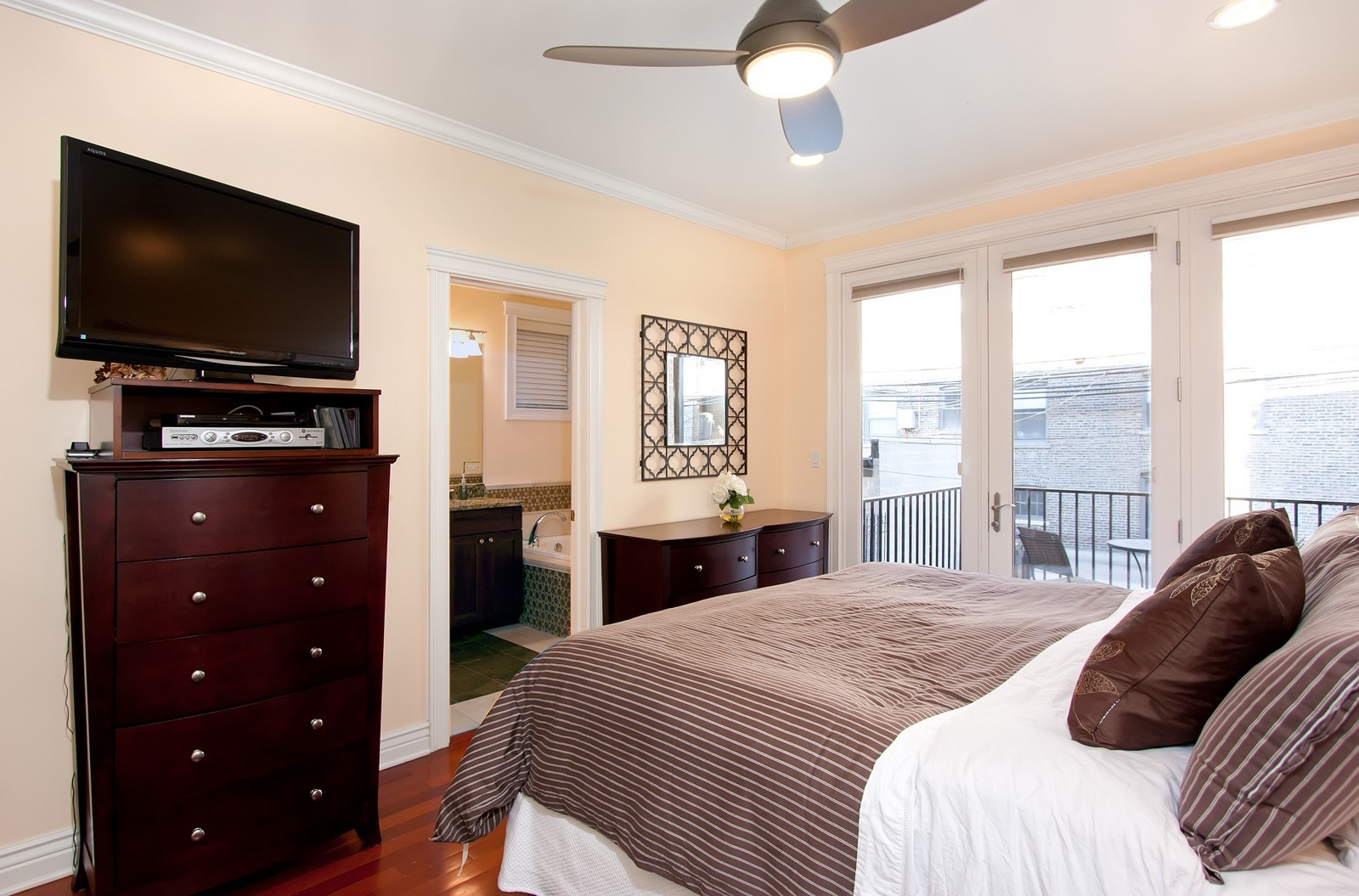 Real Estate Photography - 536 W Oakdale, 1, Chicago, IL, 60657 - Master Bedroom
