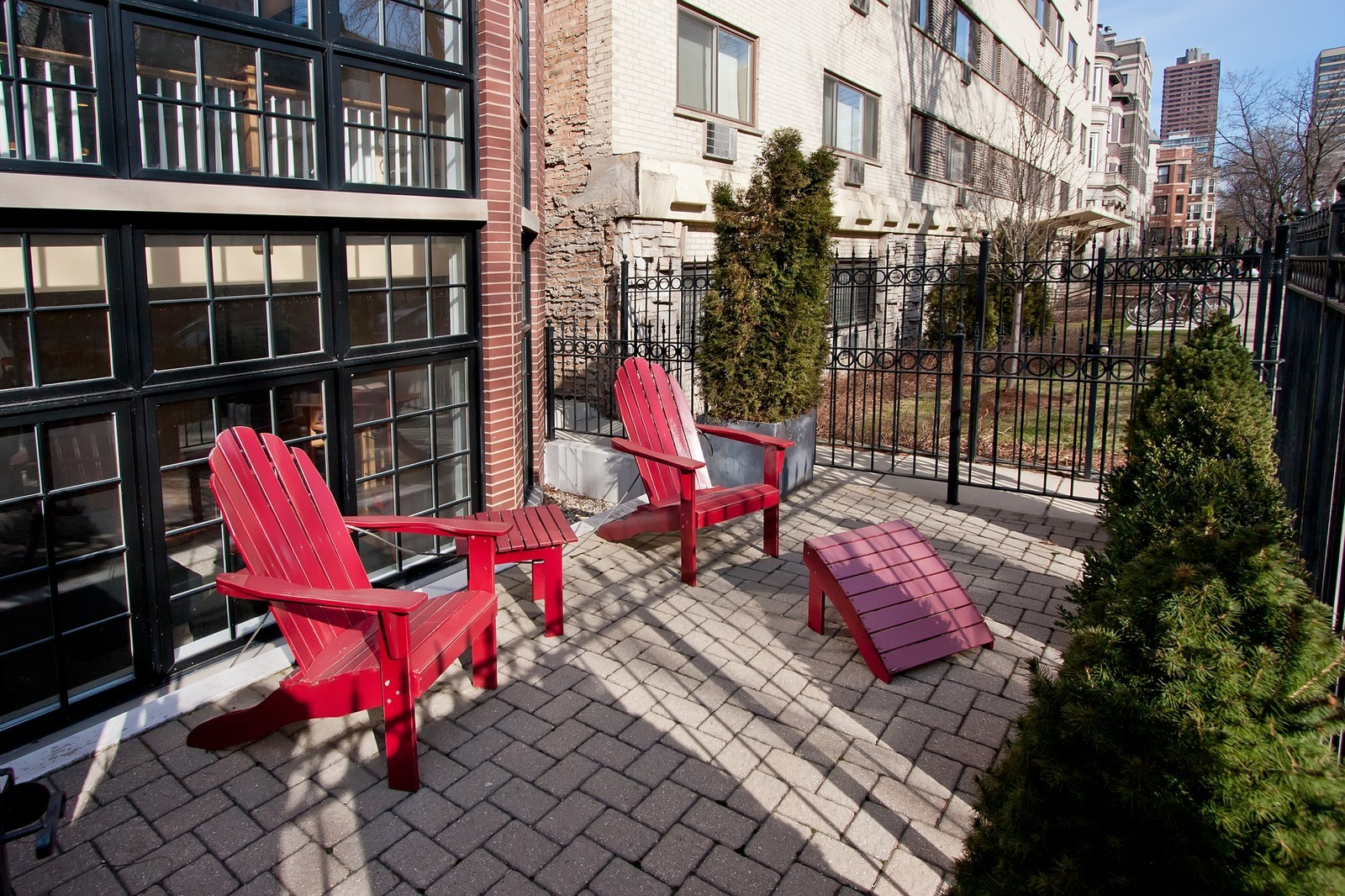 Real Estate Photography - 536 W Oakdale, 1, Chicago, IL, 60657 - Patio