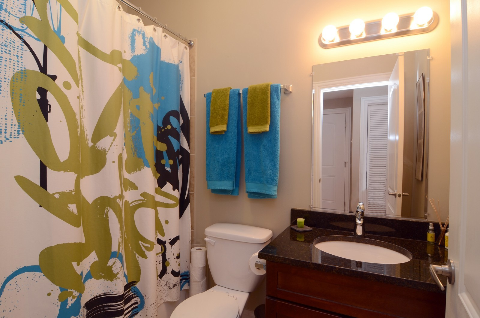 Real Estate Photography - 3516 W. Leland Ave, 1, Chicago, IL, 60625 - Bathroom