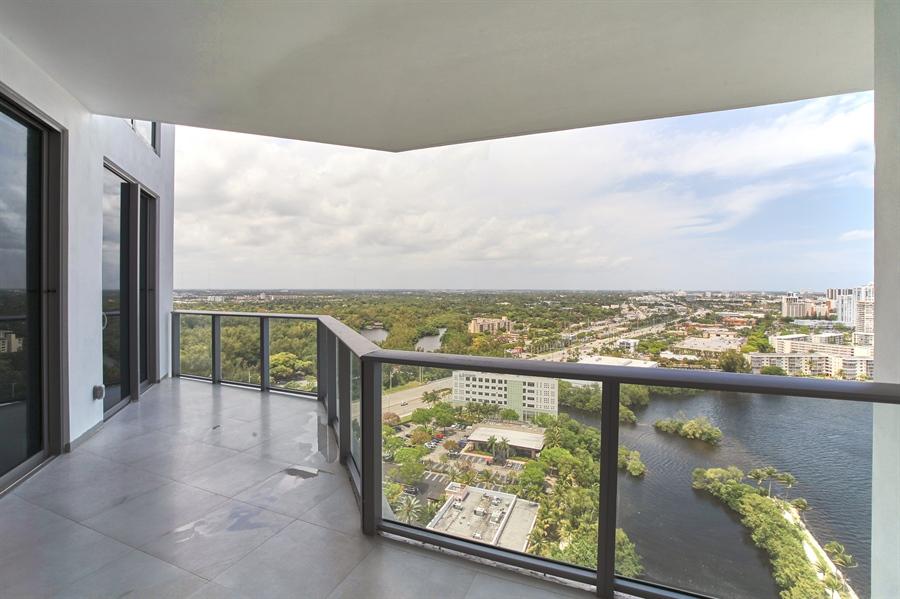 Real Estate Photography - 17301 Biscayne Blvd., LPH8, Aventura, FL, 33160 - Location 2