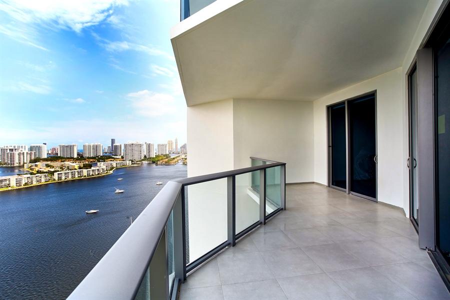 Real Estate Photography - 17301 Biscayne Blvd., LPH8, Aventura, FL, 33160 - Location 3