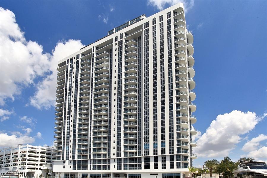 Real Estate Photography - 17301 Biscayne Blvd., LPH8, Aventura, FL, 33160 - View