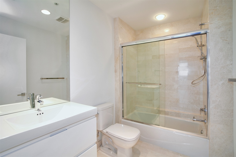 Real Estate Photography - 17301 Biscayne Blvd., LPH8, Aventura, FL, 33160 - 2nd Bathroom