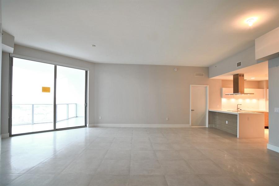 Real Estate Photography - 17301 Biscayne Blvd., LPH8, Aventura, FL, 33160 - Kitchen/Dining