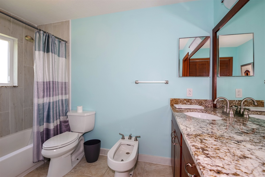 Real Estate Photography - 802 Loggerhead Island Dr., Satellite Beach, FL, 32937 - 2nd Bathroom