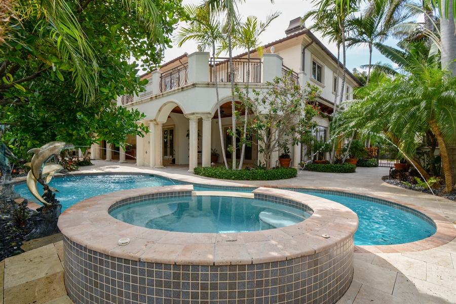Real Estate Photography - 2584 Lucille Drive, Fort Lauderdale, FL, 33316 - Spa, Pool, Rear Yard