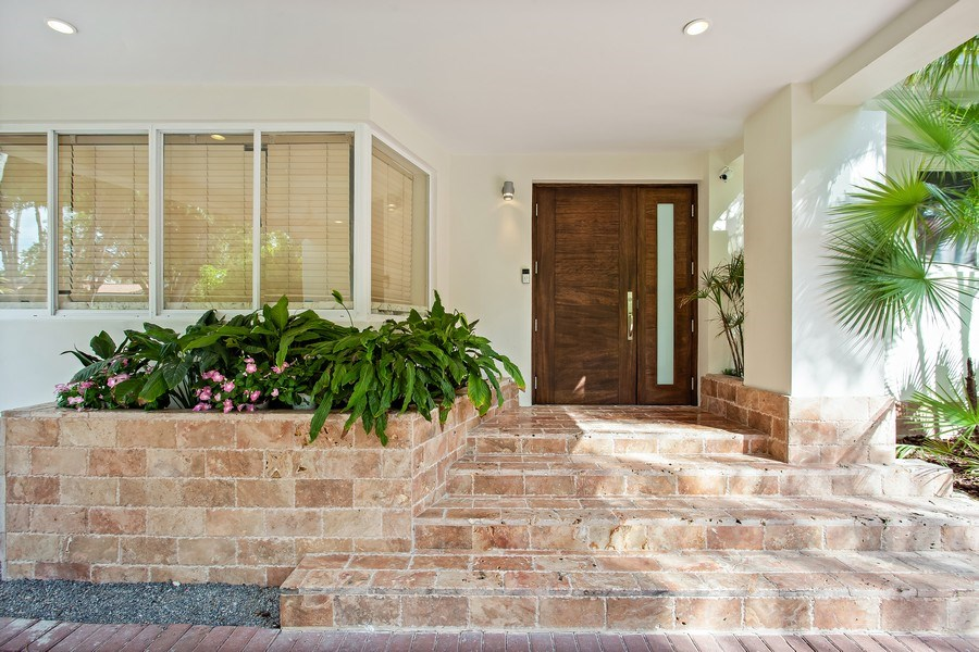 Real Estate Photography - 335 Pacific Rd., Key Biscayne, FL, 33149 - Entrance