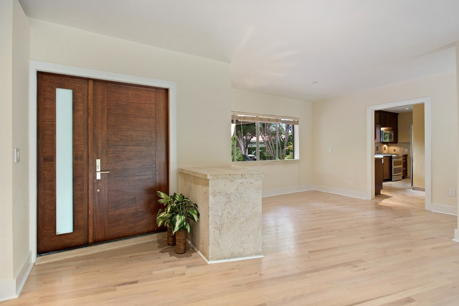 Real Estate Photography - 335 Pacific Rd., Key Biscayne, FL, 33149 - Entryway