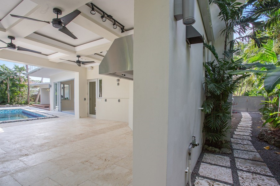 Real Estate Photography - 335 Pacific Rd., Key Biscayne, FL, 33149 - Patio