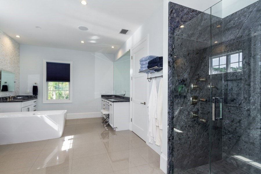 Real Estate Photography - 718 Springline Dr., Naples, FL, 34102 - 4th Bathroom