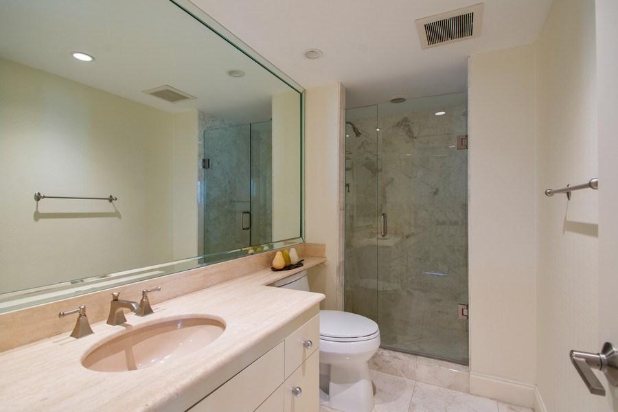 Real Estate Photography - 19667 Turnberry Way, Aventura, FL, 33180 - Bathroom