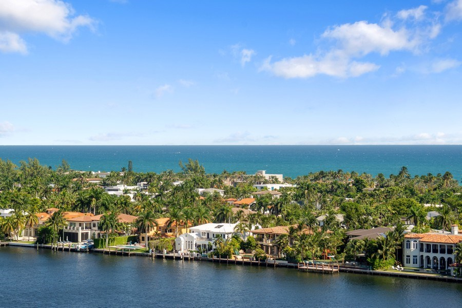 Real Estate Photography - 19667 Turnberry Way, Aventura, FL, 33180 - Ocean View