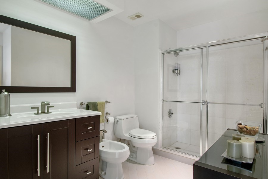 Real Estate Photography - 20185 E. Country Club Drive, TS 5, Aventura, FL, 33180 - Bathroom