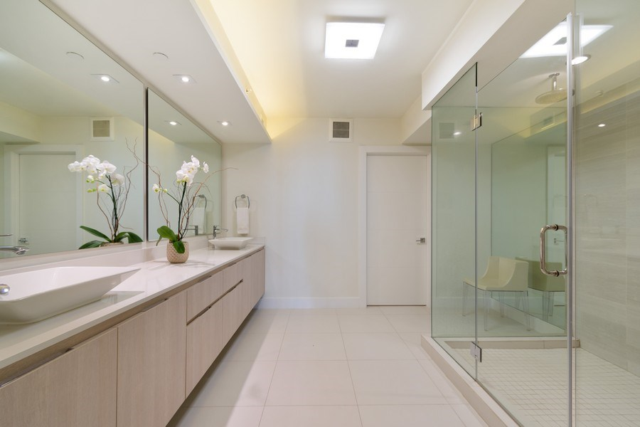 Real Estate Photography - 20201 E. Country Club Dr., 2304, Aventura, FL, 33180 - Master Bathroom