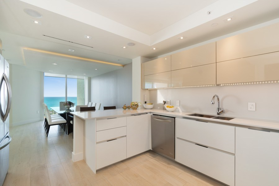 Real Estate Photography - 20201 E. Country Club Dr., 2304, Aventura, FL, 33180 - Kitchen