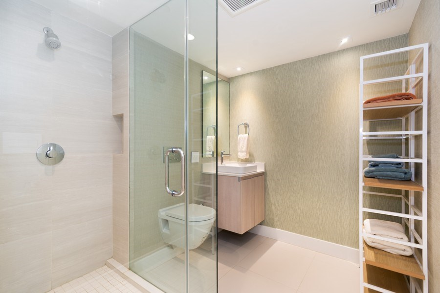 Real Estate Photography - 20201 E. Country Club Dr., 2304, Aventura, FL, 33180 - 2nd Bathroom