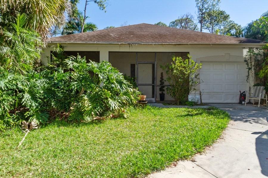 Real Estate Photography - 5180 Mahogany Ridge Drive, Naples, FL, 34119 - Green House