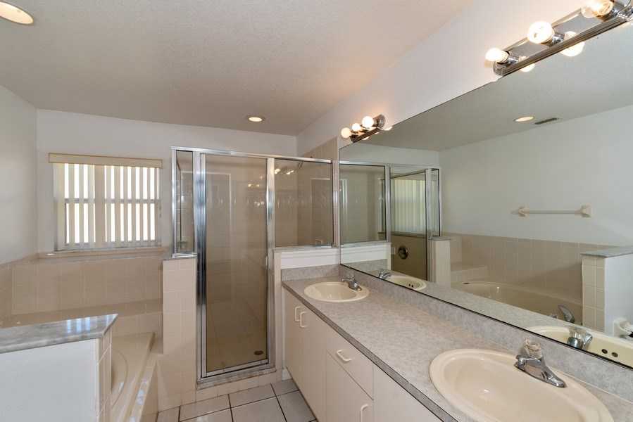 Real Estate Photography - 2456 Oak Mill Dr, Kissimmee, FL, 34744 - Master Bathroom