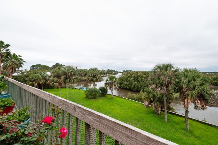 Real Estate Photography - 16351 Whiddon Avenue, Cedar Key, FL, 32625 - Deck